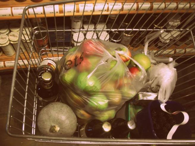 shopping apples